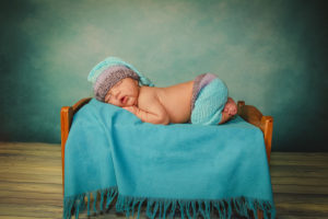 """perfect """"bum up"""" baby pose in bed"""